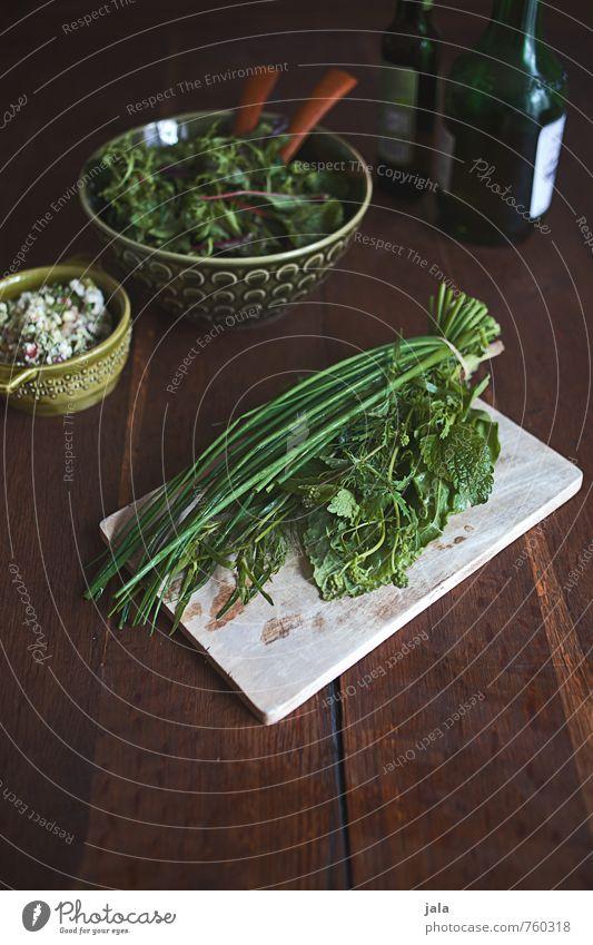 kräuter Lebensmittel Salat Salatbeilage Kräuter & Gewürze Öl Ernährung Bioprodukte Vegetarische Ernährung Schalen & Schüsseln Schneidebrett frisch Gesundheit