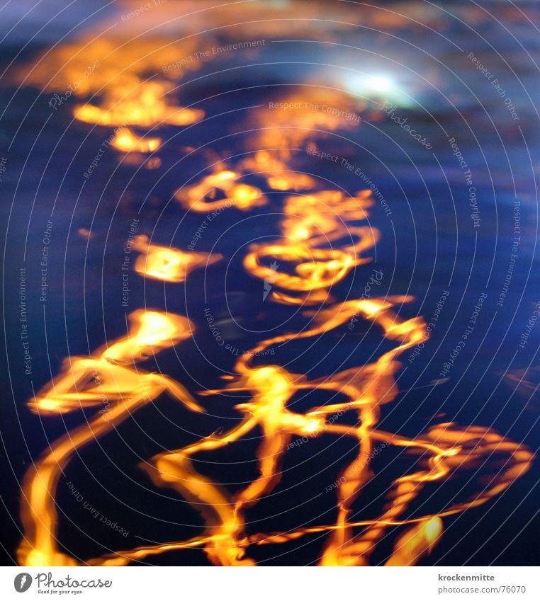 ein Licht geht baden II Wellen Brunnen Nacht Geplätscher gelb nass Spielen Fröhlichkeit Wasser Tanzen blau Bewegung Spuren