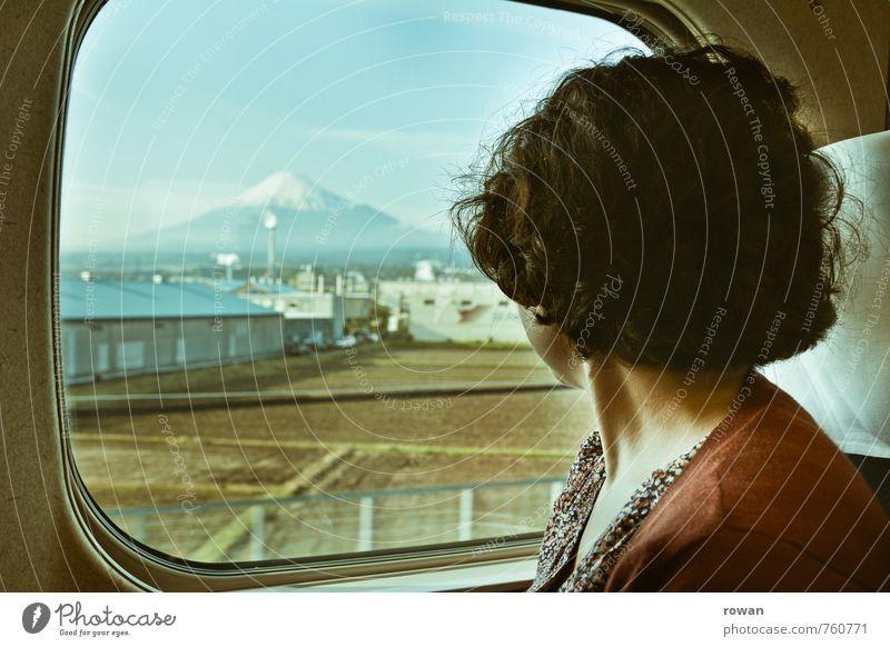 mt fuji Mensch Jugendliche Ferien & Urlaub & Reisen Junge Frau Berge u. Gebirge Bewegung feminin Abteilfenster Aussicht Eisenbahn Gipfel Asien