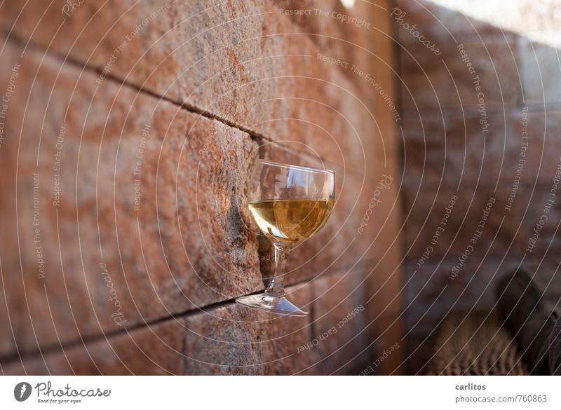 Weinstein Schönes Wetter Mauer Wand ästhetisch Glas Weinglas Fuge Neigung Sandstein Freizeit & Hobby Langeweile Pause Erholung Lounge Sitzecke Terrasse