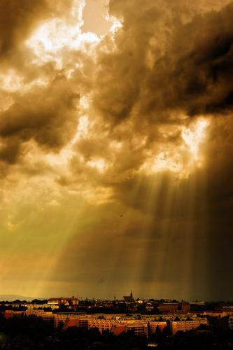 Skeilein Himmel Natur Wolken Haus Ferne Umwelt Gebäude hell Horizont Deutschland Wetter glänzend Idylle leuchten groß Klima