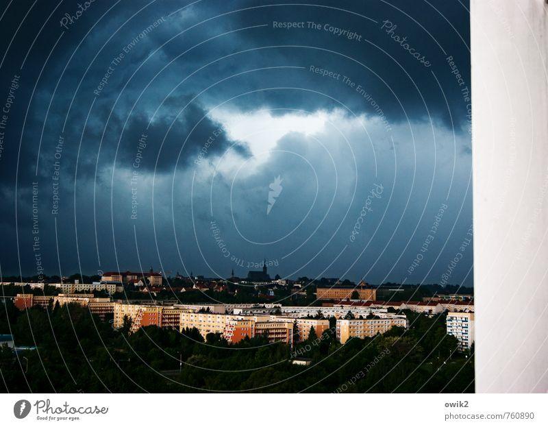 Drohkulisse Umwelt Natur Gewitterwolken Horizont Klima Wetter schlechtes Wetter Wind Sturm Bautzen Deutschland Kleinstadt Stadtzentrum bevölkert Haus Kirche Dom