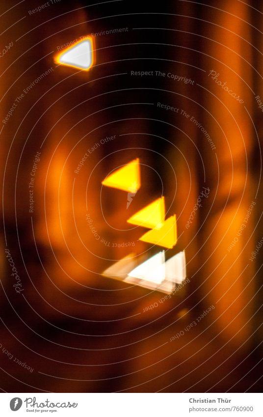 Stadtlichter elegant Nachtleben ausgehen Menschenleer Haus Lichtermeer Lichtschein Lichtspiel ästhetisch dunkel gruselig braun gelb rot schwarz weiß schön