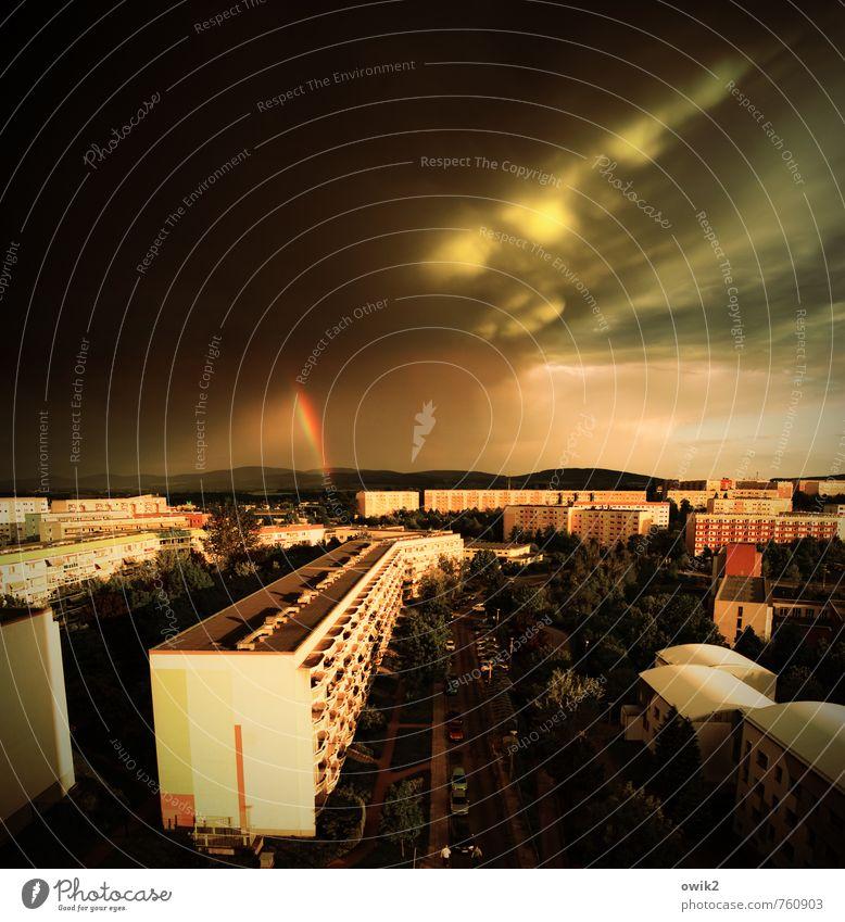 Hoffnungszeichen maskulin 2 Mensch Umwelt Natur Urelemente Gewitterwolken Horizont Klima Schönes Wetter Regen Kleinstadt Stadtrand bevölkert Haus Bauwerk