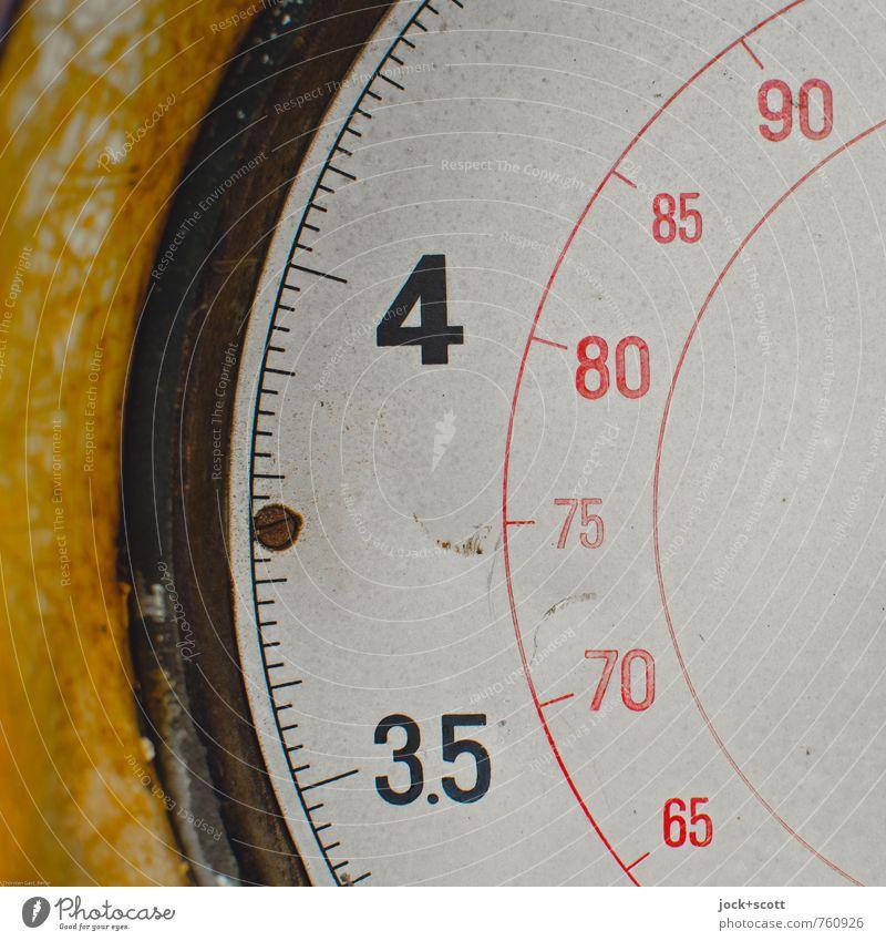 3.5-4, 65-90 (Liter) Skala Messanzeige Metall Ziffern & Zahlen Linie Halbkreis authentisch retro Design Nostalgie Präzision Vergangenheit Grafik u. Illustration