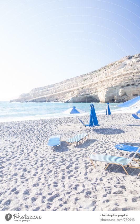 Strand von Matala / Kreta Ferien & Urlaub & Reisen Sommer Sonne Meer Küste hell Felsen Wellen Tourismus Insel Sonnenbad Sommerurlaub Sonnenschirm Mittelmeer