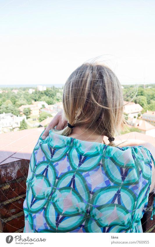 Aussicht l wie ein einziger Tag Mensch Frau Himmel Jugendliche Junge Frau Ferne Erwachsene feminin Glück oben Horizont Körper blond Beginn Sehnsucht