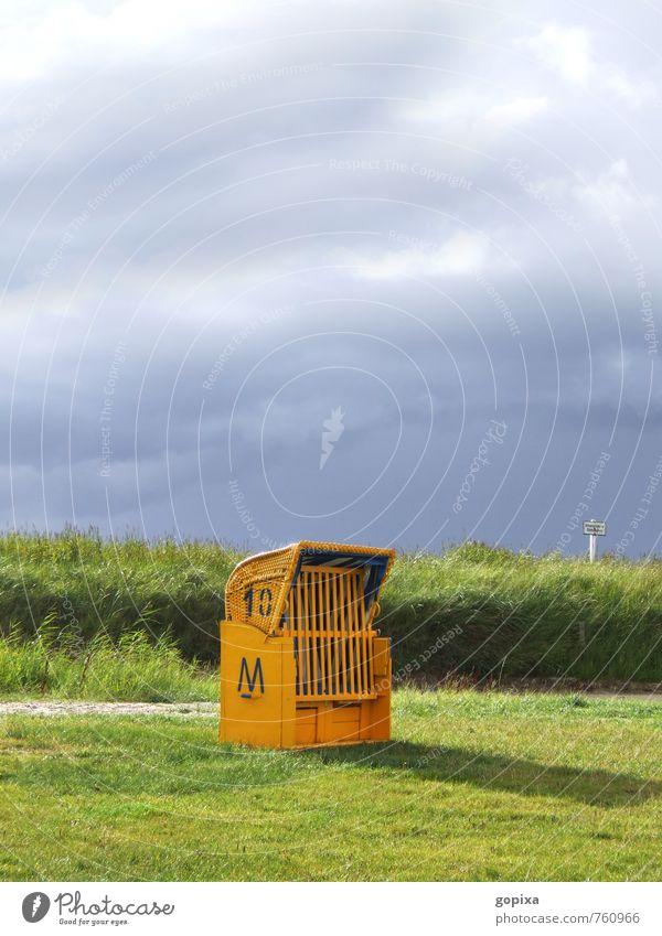 Gelber Strandkorb mit grüner Wiese und dunklem Himmel Ferien & Urlaub & Reisen Tourismus Natur Landschaft Wolken Wetter Küste Nordsee Zeichen Schriftzeichen