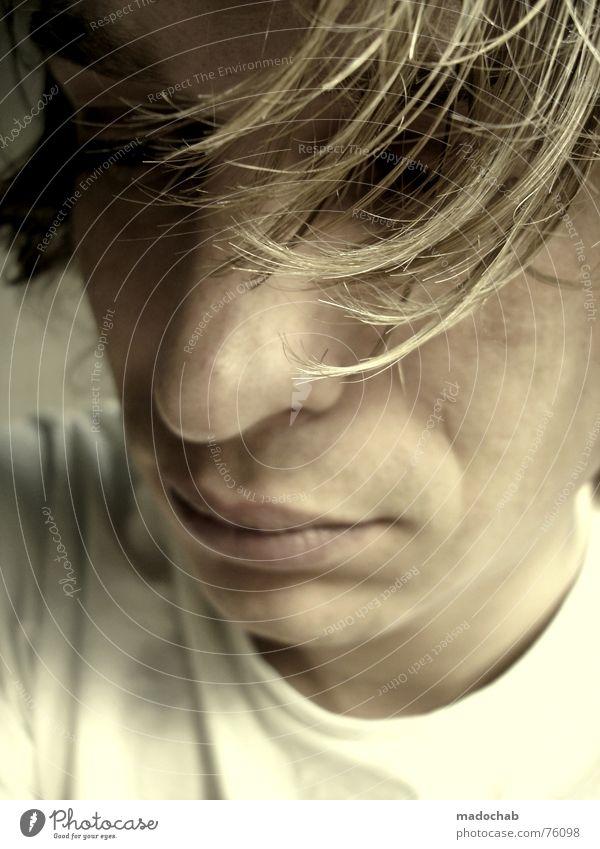MELANCHOLISCH SCHÖN Mensch Mann Jugendliche alt ruhig Gesicht Leben Traurigkeit Denken geschlossen Mund Nase Perspektive Trauer Show Bildung