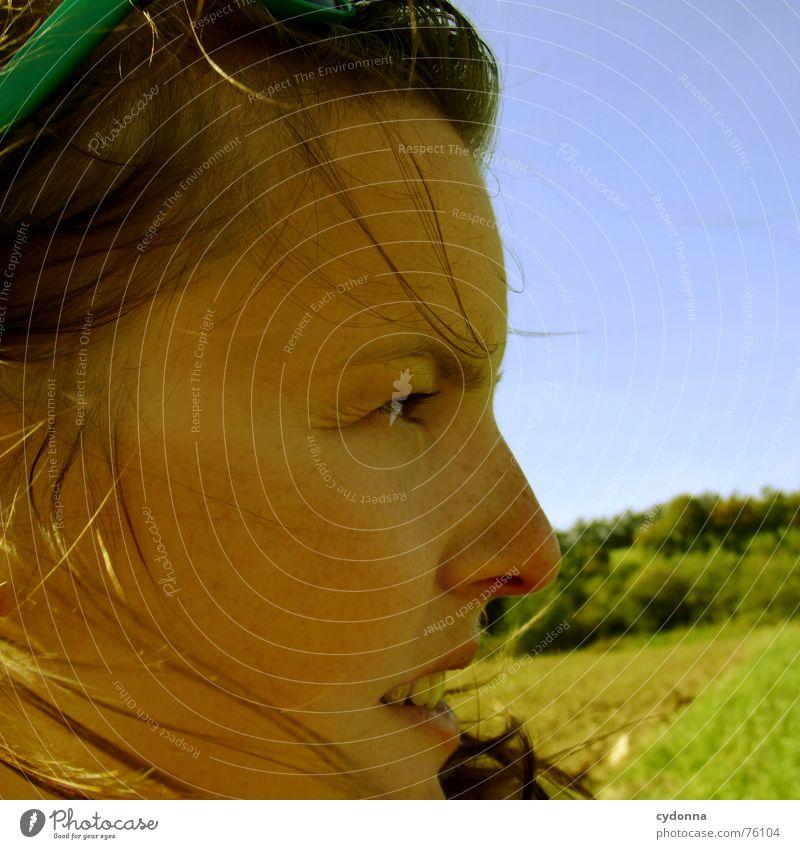 Wind-Kind II Sommer Sonnenstrahlen angenehm Porträt Frau erleuchten Silhouette Wärme Haare & Frisuren wehen Landschaft Gesicht face Mensch Blick Schatten Profil