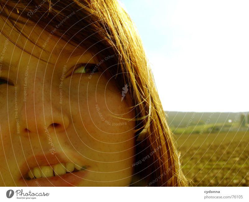 Wind-Kind III Sommer Sonnenstrahlen Licht angenehm Porträt Frau erleuchten Zahnlücke Wärme Haare & Frisuren wehen Landschaft Gesicht face Mensch Blick Schatten