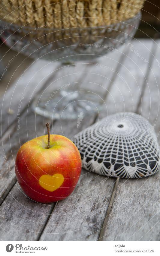 apfelliebe Lebensmittel Frucht Apfel Stein Holz Glas Zeichen Herz liegen grau rot Dekoration & Verzierung Holztisch Tischdekoration Ähren gehäkelt Stillleben
