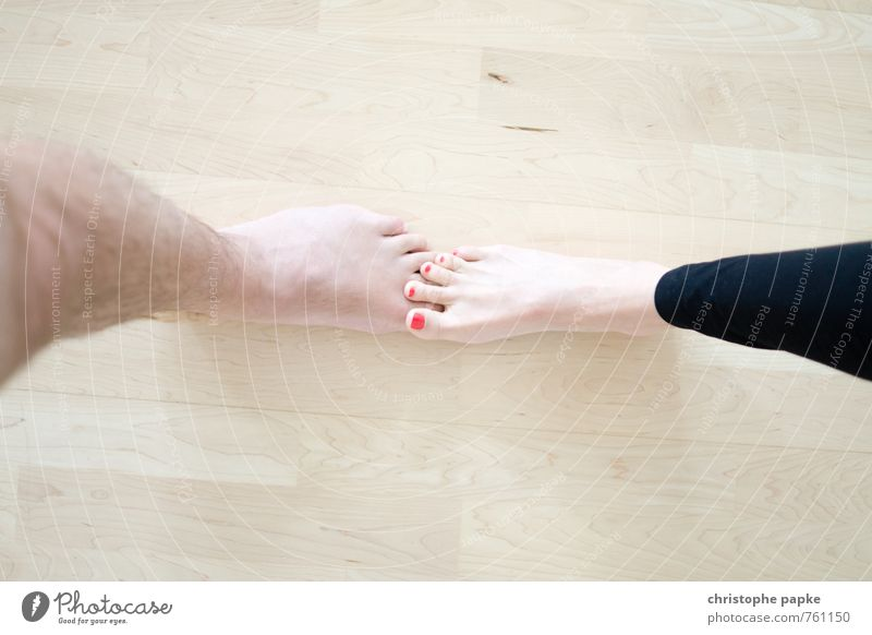 Da fühlt sich jemand auf den Fuß getreten maskulin feminin Frau Erwachsene Mann Beine 2 Mensch berühren festhalten Kommunizieren Tanzen nackt dünn Erotik