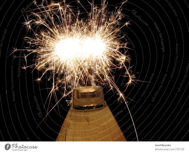 da fliegen die funken schwarz Nacht Silvester u. Neujahr Wunderkerze sprühen Feuer Brand Zauberei u. Magie Farbe Freude Feste & Feiern Funken