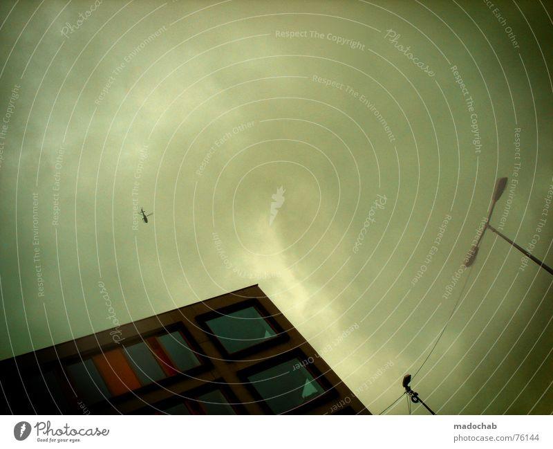 LAND UNTER | panik gafahr düster angst weltuntergang unangenehm Himmel blau Wolken Haus Fenster Leben Architektur Herbst Gebäude Freiheit fliegen oben