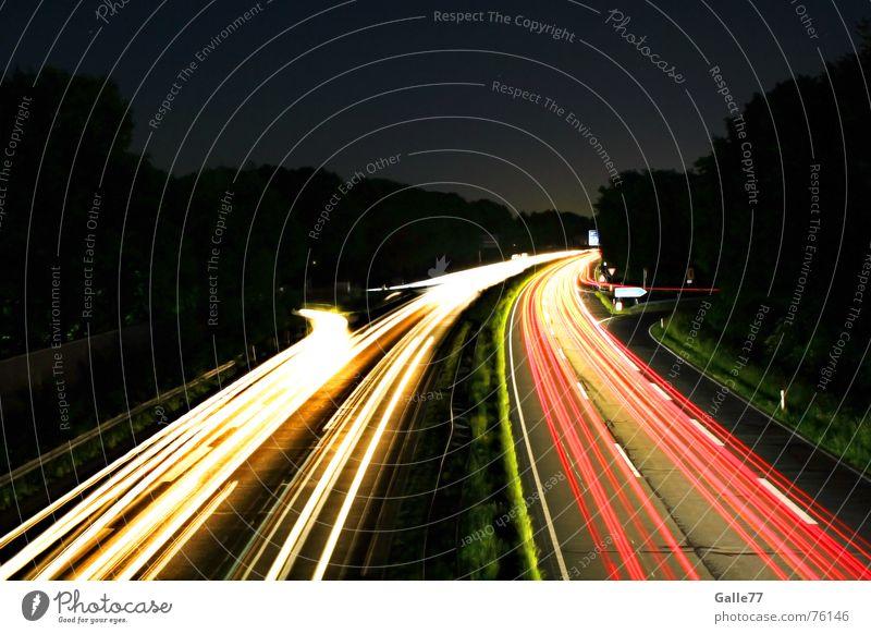 Nachtfahrten weiß rot Ferien & Urlaub & Reisen Straße Lampe dunkel Streifen Autobahn zurück Süden Norden