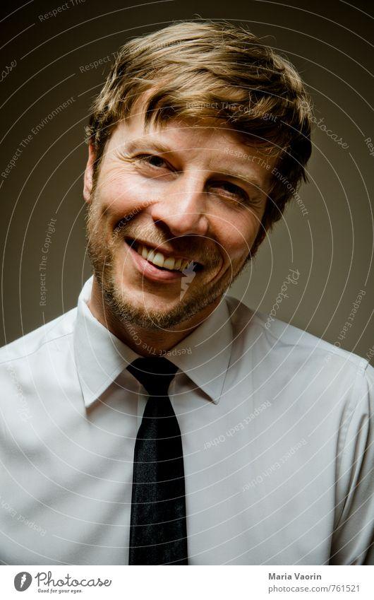 smile Stil Business Mensch maskulin Mann Erwachsene 1 30-45 Jahre Hemd Krawatte Bart Dreitagebart Lächeln lachen seriös Freude Glück Fröhlichkeit Lebensfreude