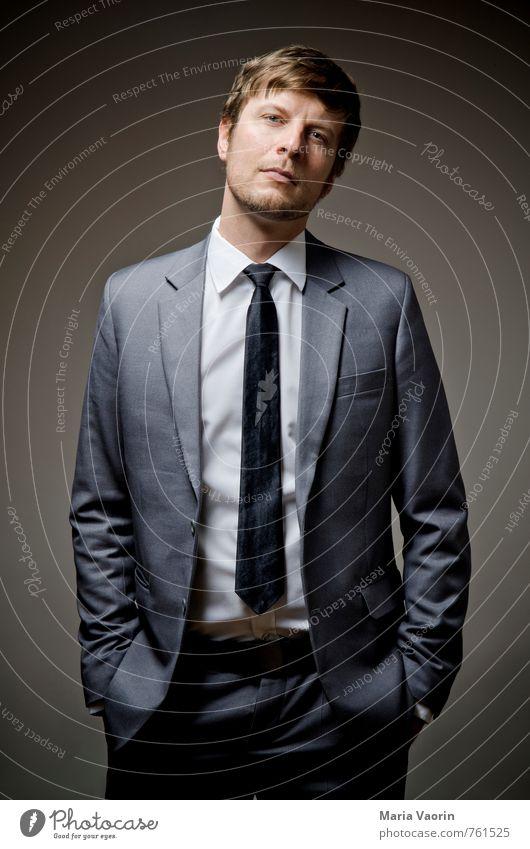 Dresscode elegant Stil Büro Business Karriere Erfolg Mensch maskulin Mann Erwachsene 1 30-45 Jahre Hemd Anzug Krawatte kurzhaarig Dreitagebart Coolness