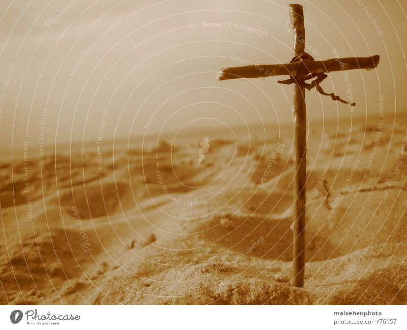 crosssand Strand Religion & Glaube Christentum Rücken Sand Himmel Erde heaven & earth
