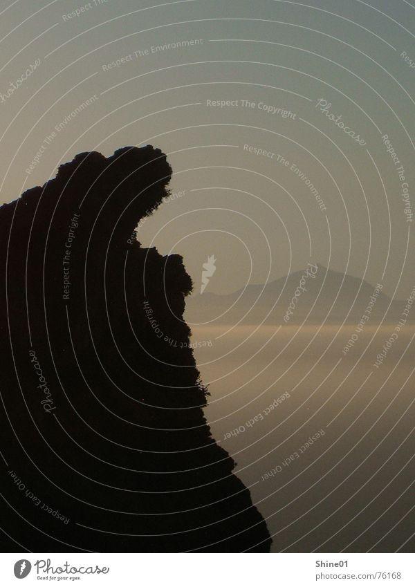Gran Canaria mit Blick auf Teneriffa Meer Berge u. Gebirge Landschaft Nebel Abenddämmerung Schattenspiel Teide Westküste