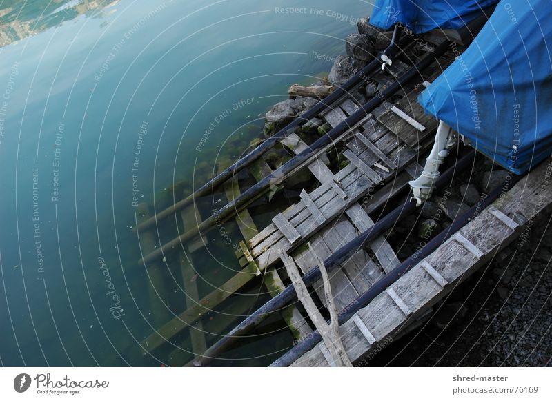 Der winter naht auch am Wasser blau kalt Herbst Holz See Wasserfahrzeug trocken Eingang
