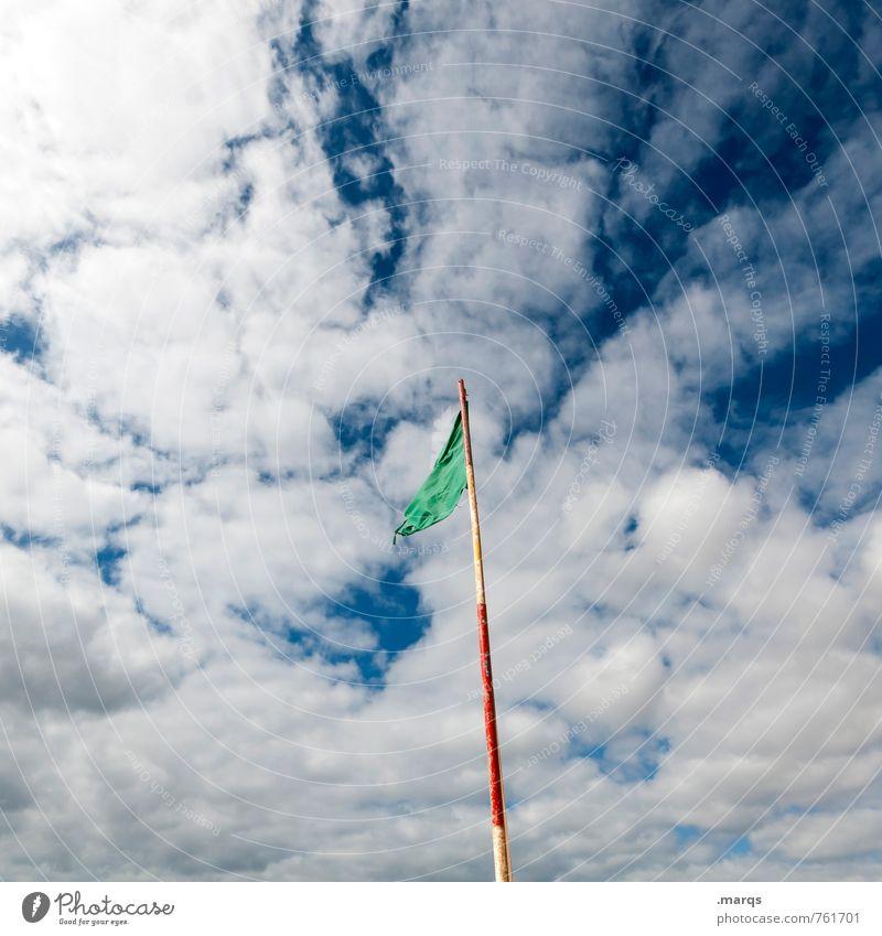 Flagge Sommerurlaub Himmel Wolken Schönes Wetter Zeichen Fahne ästhetisch Freiheit Natur Stimmung Wind wehen Farbfoto Außenaufnahme Menschenleer