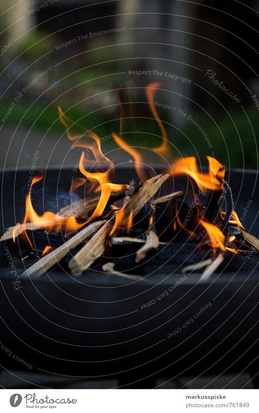 feuer rot schwarz Holz Garten Wohnung orange glänzend Häusliches Leben Brand Grillen heizen Glut Brennholz Feuerrost