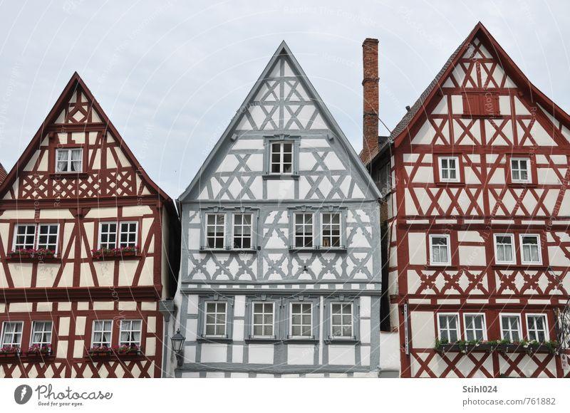 Ochsenfurt Stil Tourismus Haus Main Kleinstadt Altstadt Skyline Menschenleer Fachwerkhaus Fachwerkfassade Dachgiebel fachwerkgiebel Schornstein Sehenswürdigkeit