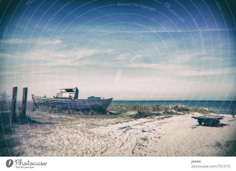 Trocken Himmel blau alt grün weiß Sommer Landschaft Wolken Umwelt Küste braun Horizont Schönes Wetter Verfall Fischerboot