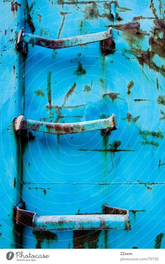container stairs blau gehen Treppe Klettern Müll trashig Rost steigen Leiter Container hell-blau entsorgen wegwerfen