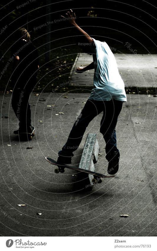 backside boardslide Sport Stil Park Zufriedenheit Lifestyle Aktion Skateboarding Rutsche Trick Funsport Stunt Boardslide