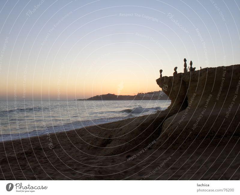 Steinchen Sonnenuntergang Sonnenaufgang Meer Ferien & Urlaub & Reisen Strand Wellen Romantik Physik dunkel Sommer Portugal Algarve Himmel Skulptur Kunst Küste