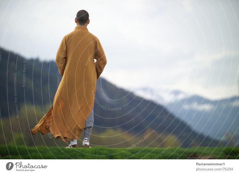 Shaolin Mönch im Wind Natur Berge u. Gebirge Religion & Glaube Aussicht Meditation Österreich Geistlicher Kampfsport Wetter chinesische Kampfkunst