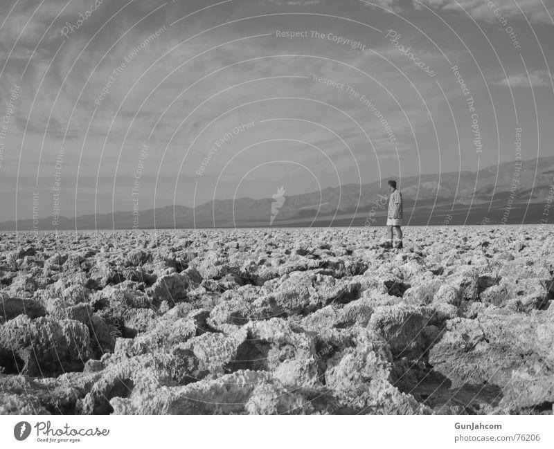 Die Welt ist klein... Mensch Himmel alt Wolken ruhig Ferne Freiheit Stein groß maskulin Niveau heiß lang hart bedecken