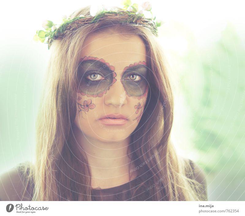 Todesengel Mensch Frau Natur Jugendliche grün weiß Pflanze Junge Frau 18-30 Jahre schwarz Wald Gesicht Erwachsene Umwelt feminin Frühling