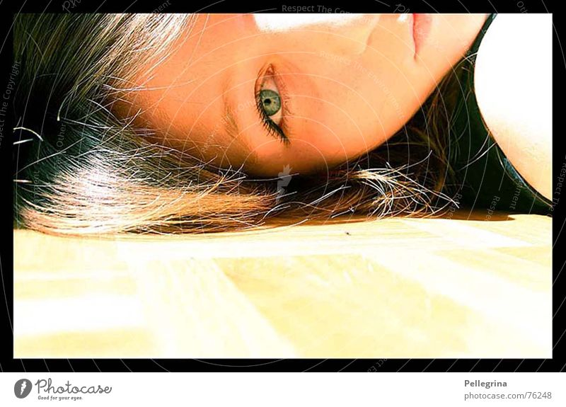 summerdream Sommer träumen Porträt gelb Parkett Licht Gesicht Auge Sonne