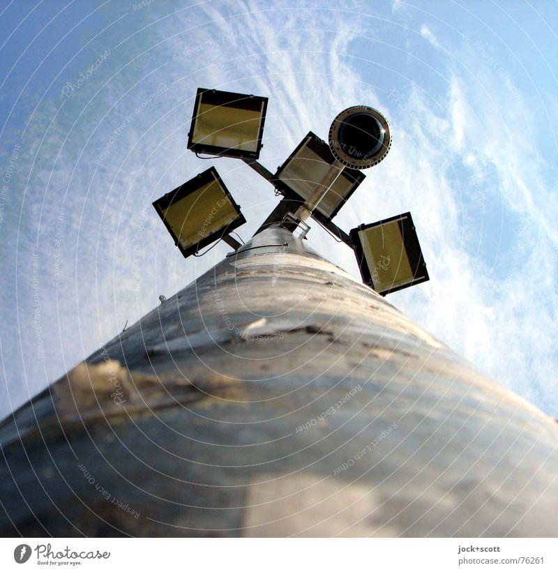der Aus-Zustand blau Sommer Wolken Umwelt Zeit oben Metall Luft modern Perspektive Klima hoch Technik & Technologie Kommunizieren Schönes Wetter Verschiedenheit