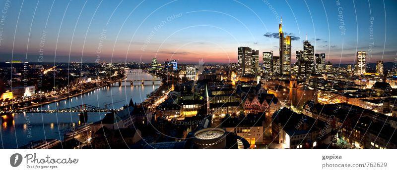 Frankfurt Panorama abends Himmel Stadt Haus Ferne Architektur Gebäude Stimmung Deutschland Business Büro Hochhaus Europa Brücke Fluss Geldinstitut Bauwerk