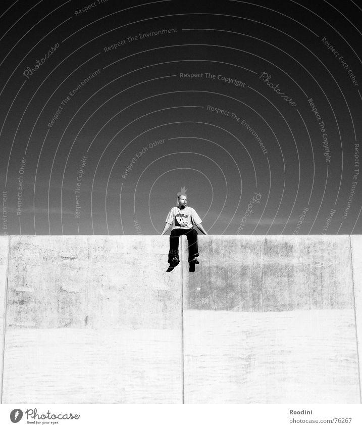 kein Zurück mehr Himmel Sommer ruhig Wand springen Stein Mauer Park Denken warten Beton hoch sitzen Hoffnung Pause Niveau