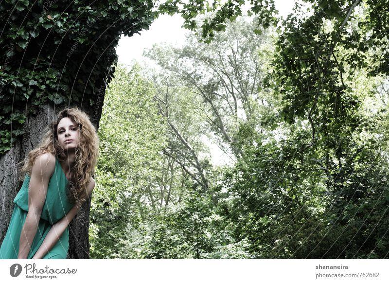 lolita in green feminin Junge Frau Jugendliche Haare & Frisuren 1 Mensch 18-30 Jahre Erwachsene Umwelt Natur Urelemente Frühling Baum Park Wald Kleid blond
