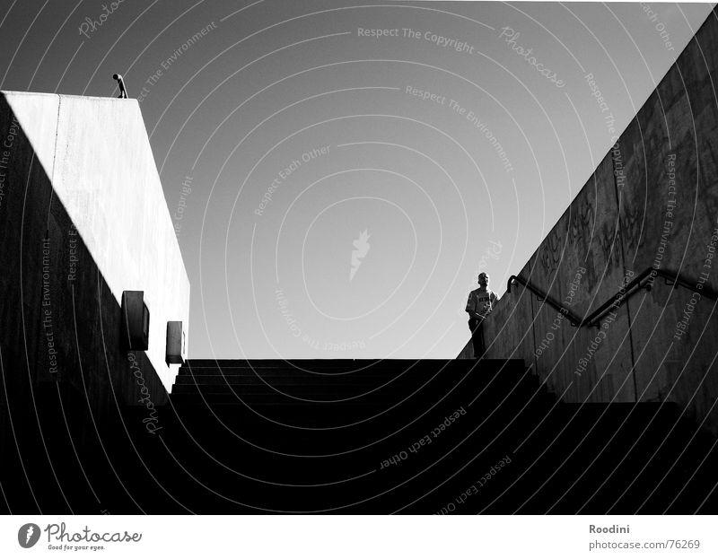 eine Entscheidung treffen Himmel Sommer ruhig Wand Wege & Pfade Stein Denken Mauer Park sitzen warten Beton hoch Treppe Hoffnung