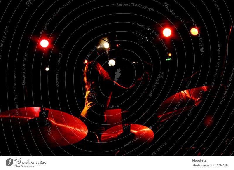 spotlight Konzert Bühne Licht Bühnenbeleuchtung Gegenlicht Schlagzeug dunkel Scheinwerfer