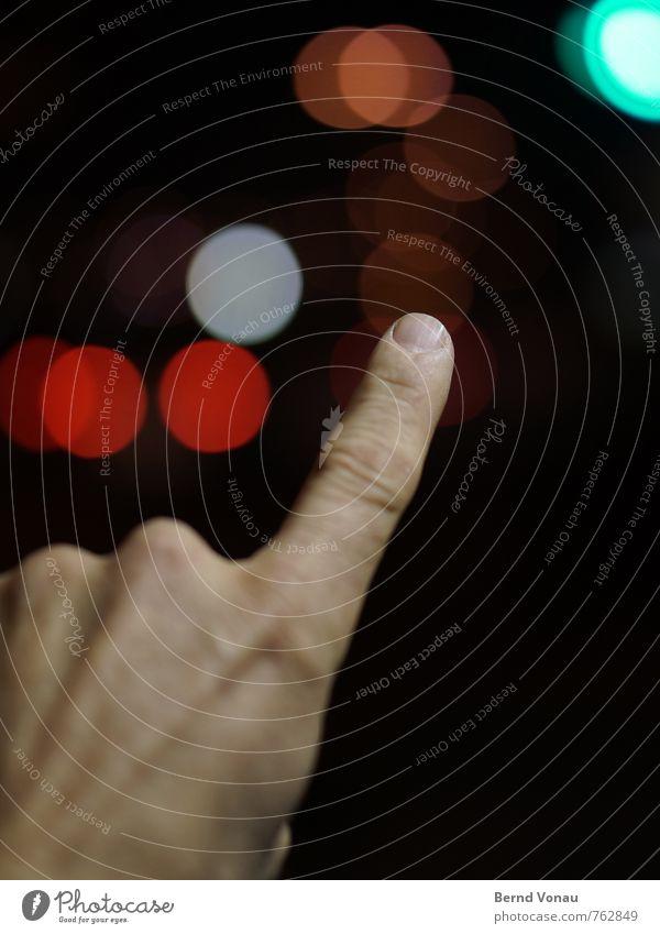 CITY-GUI-DE Mensch Mann blau rot schwarz Erwachsene Lampe maskulin orange Stadtleben Verkehr Finger Straßenbeleuchtung zeigen Ring Knöpfe