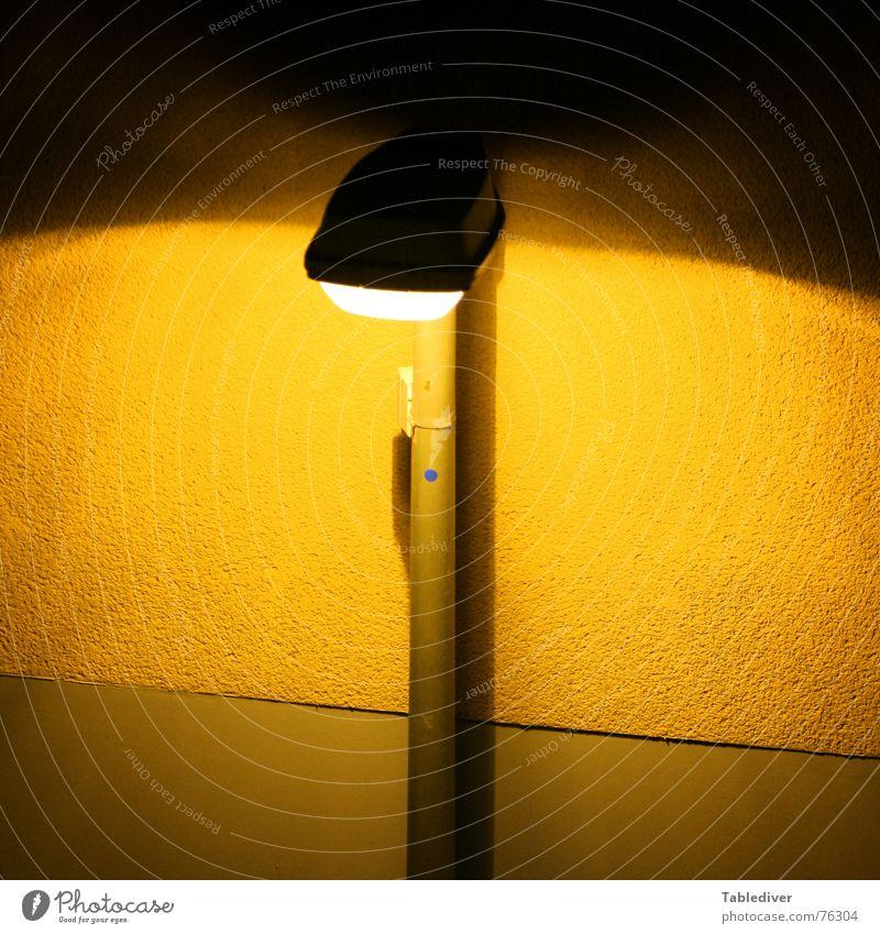 Winterzeit Laterne Lampe Licht Straßenbeleuchtung Wand gelb Lichterscheinung Lichtschein