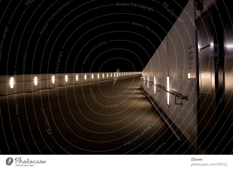 Lightway II Licht glänzend Mauer Beton Teer Lampe Belichtung Langzeitbelichtung rot Physik light Wege & Pfade lightway Lichterscheinung Scheinwerfer Geländer