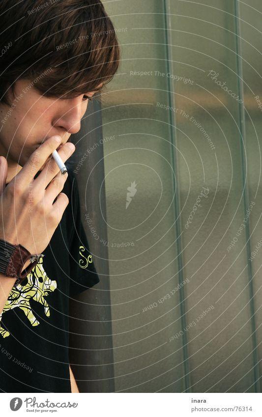 kurze Pause Mann grün Industriefotografie Rauch Zigarette Schwein
