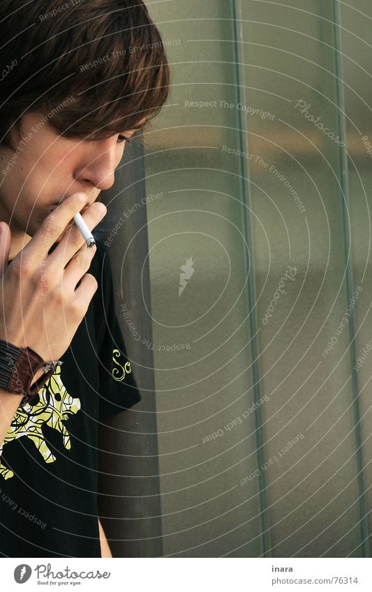 kurze Pause Mann grün Pause Industriefotografie Rauch Zigarette Schwein