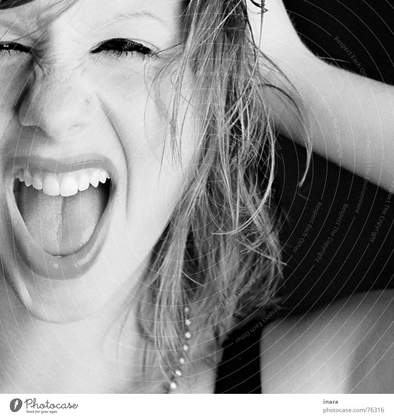 scream schreien Falte Kussmund Haarschnitt