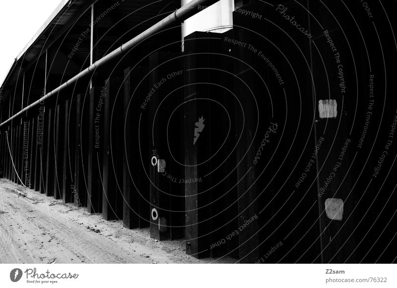 fabrikwand Hot Spot Quadrat Kreis abstrakt Fabrik Industriefotografie Staub Wand Strukturen & Formen industrial Bodenbelag Schwarzweißfoto Röhren