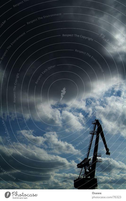 Osthafen I Himmel Wolken Verkehr Güterverkehr & Logistik Hafen Kran Ware